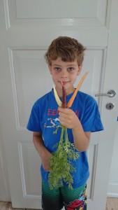 Alfred med gulerødder fra børnenes kasser. I alt 522 g af dem havnede på vores tallerkner.